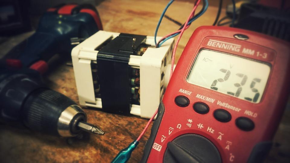 Les avantages et inconvénients d'entreprendre le métier d'électricien